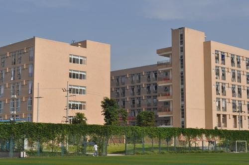 学校概况 四川交通职业技术学院是一所以交通类专业为主的工科院校